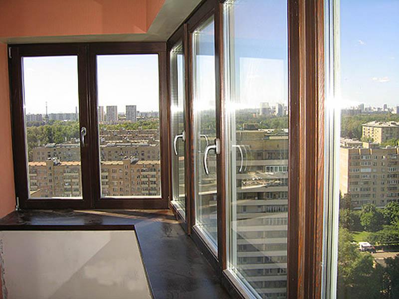 Радиусные деревянные окна для остекления балконов.