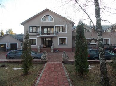 Дом в Подмосковье с окнами со шпросами