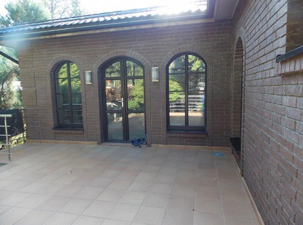 Деревянные окна и французская дверь из дерева