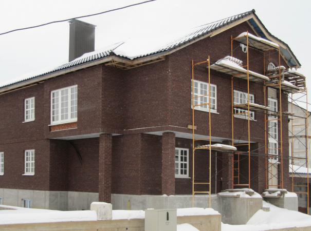 home-with-wood-windows-3