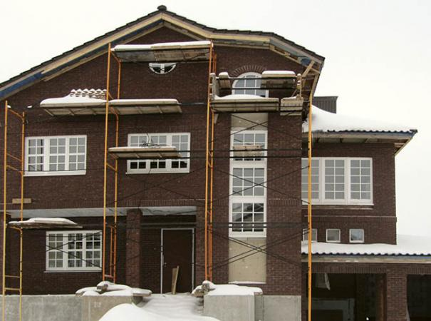 home-with-wood-windows-5