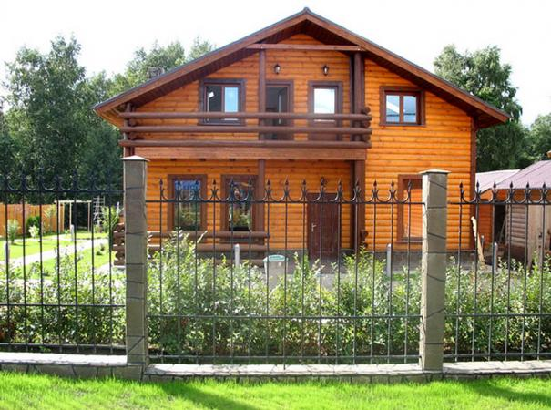 rectangular-wooden-box-with-casing-emphasize-the-beauty-of-a-wooden-house