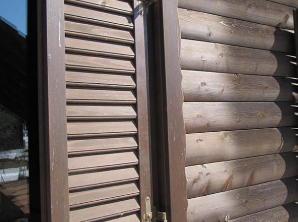 wooden-shutters-in-the-wooden-house-4