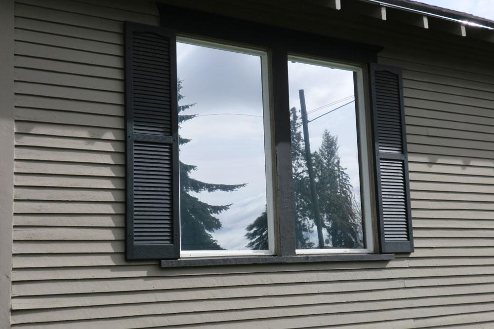 окна с непрозрачными или зеркальными стеклами