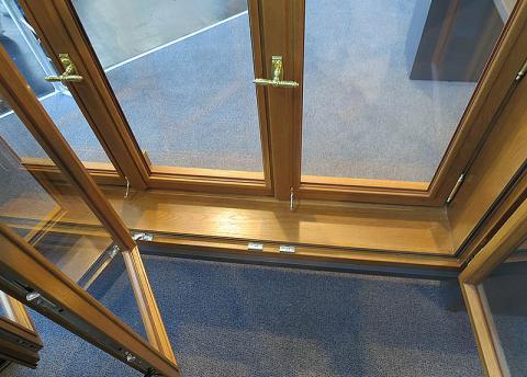 открытое двухрамное окно