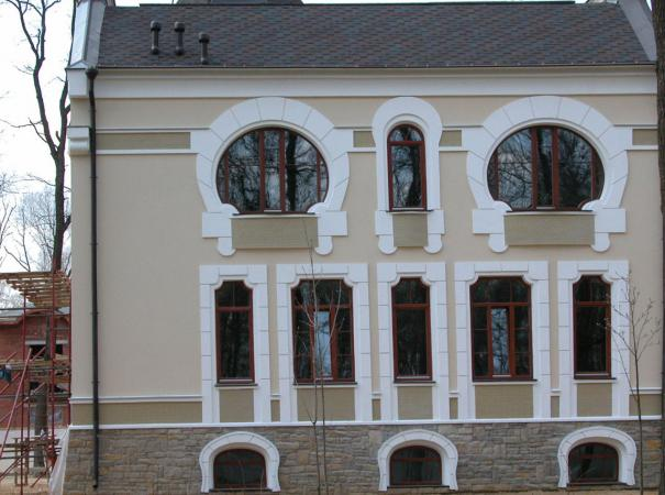 arched-windows-of-different-configurations-front