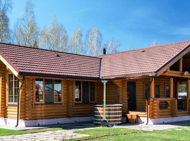 Красивые окна из дерева в деревянном доме