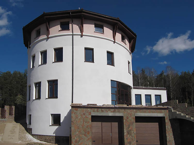 round-cottage-with-panoramic-windows-3