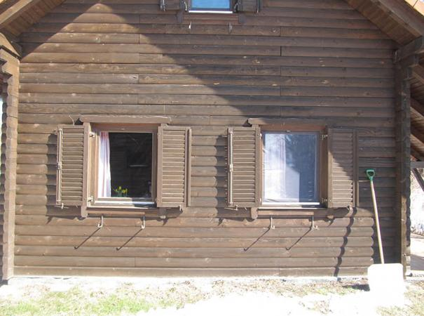 wooden-shutters-in-the-wooden-house-2
