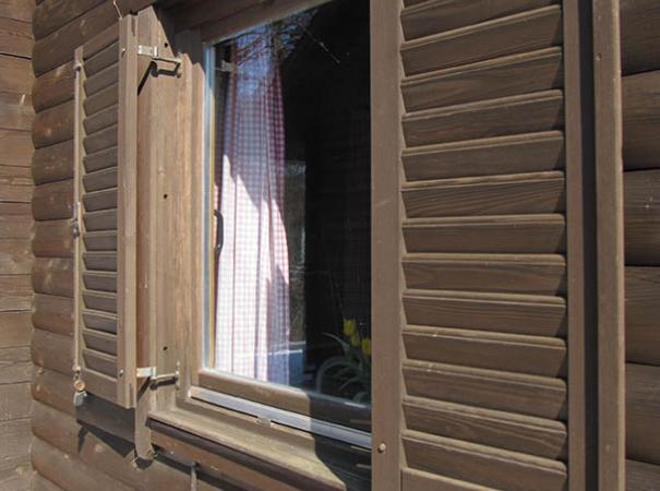 wooden-shutters-in-the-wooden-house-3