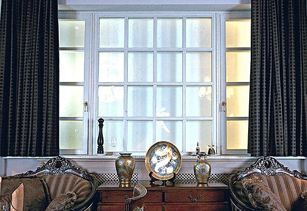 wooden-windows-in-interior